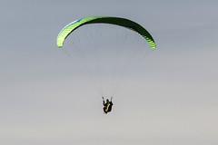 Espacio negativo (jc.mendo) Tags: jcmendo canon 7d tamron 18270 parapente paracaidas espacio negativo cielo sky volar piloto