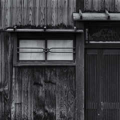 The knotted window (Tim Ravenscroft) Tags: window house facade traditional architecture kyoto japanese japan hasselblad hasselbladx1d monochrome blackandwhite blackwhite