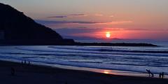 Sol poniente (JCarlos.) Tags: sunset sol primavera colores mar rojo bola atardecer playa gros