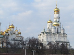 cathedrals of Moscow Kremlin (VERUSHKA4) Tags: hccity canon europe russia moscow city ville vue view cathedral church thekremlin sky ciel blue gold ortodox religion historic architecture decor dome spring march roof tree grass garden hill outdoor lamp farole wall