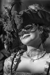 Das Lächeln in der Brandung (michael_hamburg69) Tags: hamburg germany deutschland karneval maskenzauber fasching maskenzauberanderalster venezianisch venezianischer buongiornovenezia venedig kostüm alster arkaden alsterarkaden colonnaden carnival carnaval loup carnevale 狂欢节 [狂歡節] kuánghuānjié карнавал 2019 februar february woman countess female monochrome