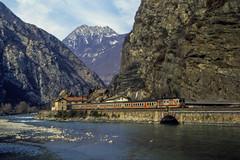 FS D 445 Donnas 27/02/1988 (stefano.trionfini) Tags: train treni bahn zug diesel fs d445 valledaosta italia