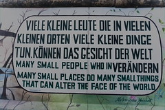 Viele kleine Leute (JaMu98) Tags: art kunst graffiti geschichte germany berlin mauer eastsidegallery