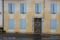 Avenue de Toulouse, Boulogne sur Gesse (Ivan van Nek) Tags: hautegaronne 31 france occitanie midipyrénées frankrijk frankreich nikon nikond7200 d7200 doorsandwindows ramenendeuren architecture architectuur architektur