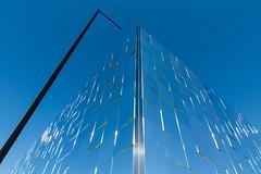 Chanteur de charme / Crooner (fidgi) Tags: paris architecture abstract abstrait reflet reflection light lumière blue bleu trocadéro triangle geometric géométrique noir black canon canoneos5dmk3 tamron soleil sun