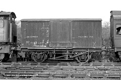 c.07/1964 - Sculcoates, Hull, East Yorkshire. (53A Models) Tags: britishrailways packingvan de539454 departmental goodswagon freightcar sculcoates hull eastyorkshire train railway locomotive railroad