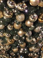 Julepyntet -|- Christmas decor (erlingsi) Tags: no juletre pynt julepynt bergen kuler plenty