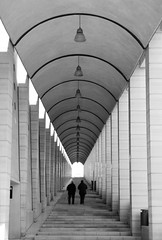 A way of life... (modestino68) Tags: bn bw coppia couple scale stairs colonne columns hanszimmer
