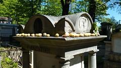 (Le Père Lachaise) Tags: perelachaise pere lachaise paris france cimetiere cemetery antoine parmentier antoineparmentier