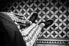 Motifs (Atreides59) Tags: pied foot pieds feet prague praha républiquetchèque czechrepublic tchèque czech black white bw blackandwhite noir blanc nb noiretblanc pentax k30 k 30 pentaxart atreides atreides59 cedriclafrance