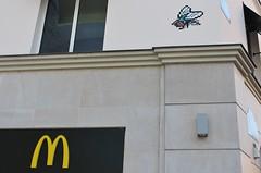 Invader_0954 Paris 05 (meuh1246) Tags: streetart paris animaux invader ruebuffon paris05 insecte mouche mosaïque spaceinvaders