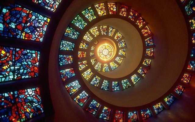 Обои спираль, свет, витражи, окна картинки на рабочий стол, фото скачать бесплатно