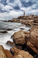IMGP1201 (lionel.perrot) Tags: ploumanach graphique bretagne granit rose phare menruz rocher pause longue mer ciel nuage