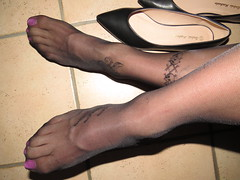 nyloned feet (Isabelle.Sandrine2001) Tags: andresmachadoblackpointyleatherflats legs feet shoes pumps ballet flats ballerinas sabrinas nylons stockings tattoo