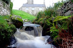 Porspoder (Tof-H) Tags: porspoder finistère france bretagne brittany waterfall cascade grass herbe paysage landscape