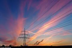 Ein neuer Tag erwacht (explored 21.01.19) (J.Weyerhäuser) Tags: felder hechtsheim landschaft sonnenaufgang winter hochspannungsmasten fernleitung wolken clouds sky himmel