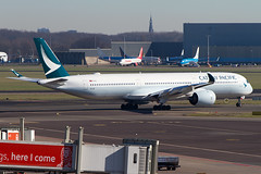 B-LXF, Airbus A350-1041, Cathay Pacific (Freek Blokzijl) Tags: blxf airbus airbusa350 a3501041 cathaypacific widebody departure vertrek taxiway taxien kaagbaan runway rwy24 luchthaven tarmac eham ams amsterdamairport schiphol haarlemmermeer planespotting vliegtuigspotten canon eos7d 70200l28isusm distance wintertime wintersun februari