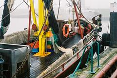 "Im Bug der ""AGGI"" (HOO52) (ro_ha_becker) Tags: film meinfilmlab analog wwwmeinfilmlabde leicastandardconvleicaii canon1450mmltm hooksiel harbour hafen schiff boot fishingboat fujipro400h"