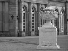 Monochrome Weltzeitvase am Zirkelbau (stanzebla) Tags: 18thcentury 18jahrhundert schlossschwetzingen castles sculptures weltzeitvasen 1766 peterantonvonverschaffelt