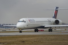 Delta Air Lines McDonnell Douglas MD-90-30 N914DN (MIDEXJET (Thank you for over 2 million views!)) Tags: milwaukee milwaukeewisconsin generalmitchellinternationalairport milwaukeemitchellinternationalairport kmke mke gmia flymke deltaairlinesmcdonnelldouglasmd9030n914dn deltaairlines mcdonnelldouglasmd9030 mcdonnelldouglasmd90 mcdonnelldouglas n914dn