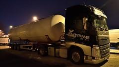 PL - Silo-Trans >533< Volvo FH 500 GL04 (BonsaiTruck) Tags: silotrans 533 volvo nacht night nuit ffb feldbinder lkw lastwagen lastzug silozug truck trucks lorry lorries camion caminhoes silo bulk citerne powdertank