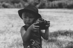 little reporter (nicolas-7878) Tags: boy little children enfant nikon pose nb bn blackwhite portrait chapeau smile sourire regard cinematic flickr noiretblanc