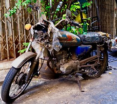 Honda (Sarah Marston) Tags: bangkok honda taladnoi motorbike motorcycle sony ilce6300 december 2018