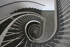 (Elbmaedchen) Tags: staircase stairs stairwell steps stufen treppenhaus treppenauge treppe upanddownstairs interior downstairs spirale spiral curves curvy linien lines theperfectx kiel neuesrathaus architektur architecture escalier