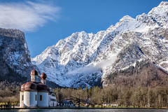 Sankt Batholomä and Watzmann Ostwand (cygossphotography) Tags: bartholomä königssee watzmann schönau berchtesgaden bayern bavaria bavière deutschland germany allemagne landschaft landscape paysage natur nature berge gebirge mountain montagne alpen alps alpes see lake lac kirche church eglise winter hiver schnee snow neige canon eos 6d