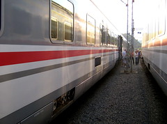 HŽ same place (hakzelf) Tags: d702 croatia station platform trainidentity double mirrors traindoors hrvatskeželjeznice hž hz hrvatskezeljeznice hrvatska licht