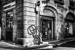Pourtant, les vélos ont l'autorisation...!!! / However, bikes have permission...!!! (vedebe) Tags: ville city rue street urbain urban velo noiretblanc netb nb bw monochrome