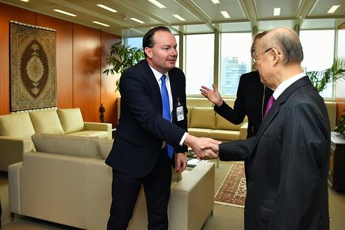 Yukiya Amano welcomes US Senator Mike Lee (01911182)