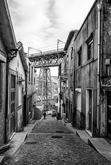 Dans les rues de Porto (Thierry-Photos) Tags: leicam8 porto trielmarwate leica rue nb noirblanc