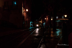 Tram lisboète (Anne Sarthou . Photographie / Projet 365) Tags: tramway tram streetcar lisbonne lisboa lisbon portugal europe street rue urban urbain city ville town night nuit