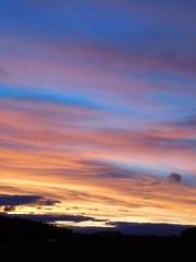 ....in Schichten.... (elisabeth.mcghee) Tags: abendrot abendhimmel abendsonne sunset sonnenuntergang himmel sky wolken clouds unterbibrach bäume trees wald forest oberpfalz upper palatinate