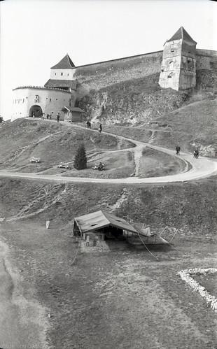 RO18 V2-4 Cetatea Râşnov. Râşnov, Braşov. (Voigtländer Bessa I, Ilford FP4+)