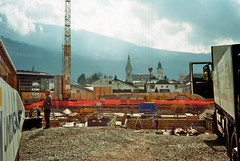There's always work to do (auqanaj) Tags: 02201920190309 kodakgold200 olympus35rc analog cewescanat72dpi film brixen bressanone altoadige southtyrol südtirol baustelle constructionsite bauarbeiter workman alpen alps color