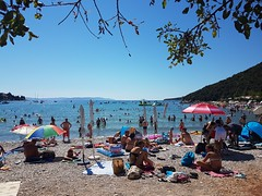 Hooray its a holliday (Las Cuentas) Tags: croatia beach kroatien europa strand istrien istria samsung galaxy life strandleben steinstrand stones holliday fun beachlife adria labin landscape freizeit people strände mediterran