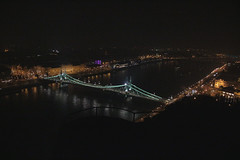 Gellér hegy II (Péter Vida) Tags: ungarn hungary magyarország budapest night light evening éjjeli fények photo photography szabadsághíd city water boat sky sea bay