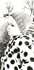 Réflexions.... (Liloo S) Tags: bébé portrait noiretblanc blackandwhite