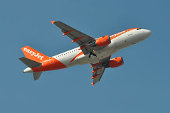 'U297KE' (U28983) LGW-MUC (A380spotter) Tags: takeoff departure climbout gearinmotion gim retraction belly airbus a319 100 gezac easyjetairline ezy u2 u297ke u28983 lgwmuc runway08r 08r london gatwick egkk lgw