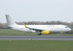 Vueling Airbus A320-232 EC-LVV (josh83680) Tags: manchesterairport manchester airport man egcc eclvv airbus airbusa320232 a320232 airbusa320200 a320200 vueling