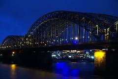 Hohenzollernbrücke (hermann.kl) Tags: köln cologne nacht blauestunde hohenzollernbrücke rhein eisenbahn eisenbahnbrücke