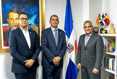 "Vice Canciller MIREX visita Consulado dominicano en Valencia • <a style=""font-size:0.8em;"" href=""http://www.flickr.com/photos/137394602@N06/33345482278/"" target=""_blank"">View on Flickr</a>"
