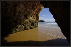 Praia dos Três Irmãos #6 (LilFr38) Tags: lilfr38 fujifilmxpro2 fujifilmfujinonxf1024mmf4rlmois algarve portugal praiadarocha beach ocean sand reflection rock plage océan sable reflet rocher