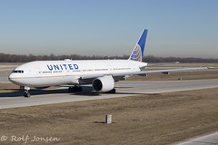 N784UA Boeing 777-200ER United airlines Munich airport EDDM 28.02-19 (rjonsen) Tags: plane airplane aircraft aviation airliner airside taxying horizon