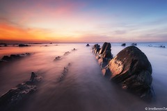 Jurasic Beach (IrreBerenTe Natalia Aguado) Tags: canon6d canonespaña naturallandscape nature landacape seascape clouds colors nataliaaguadoirreberente red cantabriansea sea sky redclouds sunset longexposure beach jurasic reptil rocks barrikahondartza paísvasco euskadi costavasca bizkaia playabarrika barrika jurasicbeach