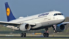 D-AIUI (AnDyMHoLdEn) Tags: lufthansa lufthansagroup staralliance a320 egcc airport manchester manchesterairport 05r