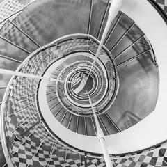 Textures'n'patterns (bjoernahrensfotografie) Tags: munich münchen architektur architecture minimal schwarzweiss blackandwhite lookup lookdown spiral stairs staircase treppe treppenhaus escalier canon canoneosr