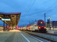 ÖBB 86-33 208 (Márton Botond) Tags: öbb 8633 wiesel sgp dosto regionaltrain nightphoto transport publictransport trainstation wienerneustadt niederösterreich loweraustria österreich austria europa panasoniclumixdmclz20